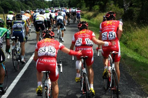 Tour de france rider peeing youg and